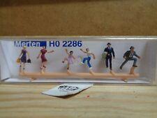 H0 Merten 2286 Pedestrians, Treppenaufsteigend (Single) . Figures. Boxed