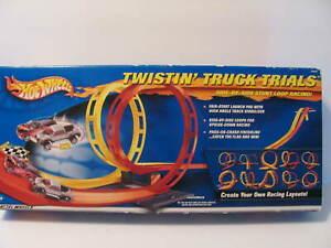 HOT WHEELS Twisting Truck Trials 2001 - NEW IN BOX HTF Stunt Loop Racing