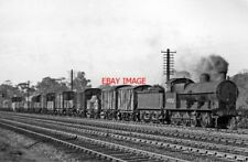 PHOTO  LMS EX LNWR 0-8-0S NO 49352 APPROACHING LINSLADE TUNNEL 1948