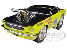 """1966 FORD MUSTANG YELLOW GASSER """"MUSCLE MACHINES"""" 1/24 MODEL CAR MAISTO 32232"""
