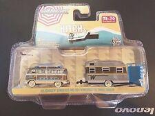GREENLIGHT VOLKSWAGEN SAMBA BUS & 1964 WINNEBAGO 216 TRAVEL TRAILER 51114 CHASE