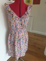 12-24 50s TEA DANCE BLACK RED GREEN FLORAL FITTED FLARED SWING DRESS /& HAIR ROSE