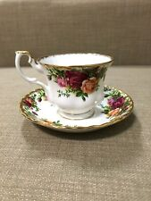 VINTAGE ENGLAND ROYAL ALBERT OLD COUNTRY ROSES FOOTED TEA CUP & SAUCER SET