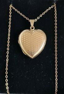 Vintage 9ct yellow gold novelty heart shaped locket / pendant. Birmingham 1960 .