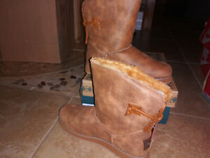 NEW $65 Womens Skechers Keepsakes 2.0 Hearth Boots, size 9           shoes