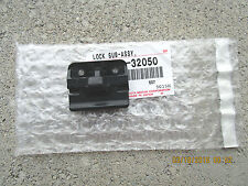 95 - 00 TOYOTA TACOMA CENTER CONSOLE & ARM RESTER LID LOCK BRAND NEW 32050