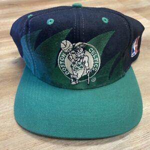 BOSTON CELTICS VINTAGE 90s LOGO ATHLETIC SHARKTOOTH BLACK NBA SNAPBACK HAT