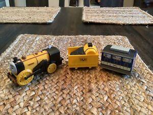 Thomas TrackMaster RUNAWAY STEPHEN Rocket Motorized Train & Passenger Car 2012