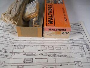 Santa Fe 75' Double Vestibule Combine less trucks  Walthers # 933-6653 HO w/INT