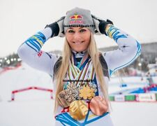 LINDSEY VONN PHOTO 4X6 Championships Medals Last Downhill Run Skiing