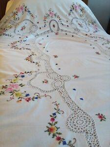 Beautiful Cotton Bedspread - So much lovely flower detail & crochet work. Single