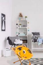 Tables et chaises marrons pour enfant