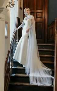 New True Bride Wedding Dress Gown Ivory Lace cape size 16 (12 in reality)