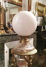 Ancien Globe Lampe à Pétrole Verre Doublé Opaline 19 eme Tulipe Bronze Quinquet
