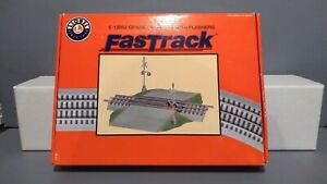 NEW! Lionel Fastrack # 6-12052 grade crossing with flashers!