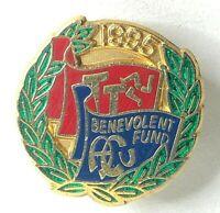 1995 Auto Cycling Union Isle of Man TT Benevolent fund enamel Badge 22 x 21 mm