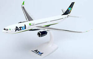 Azul Brazilian Airlines A330 Plastic Aircraft Model 1/200 Snap-Fit  HE613088