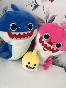 Baby Shark Plush Soft Toy bundle WowWee Pinkfong Mammy Shark Daddy Shark 🦈