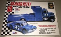 AMT Richard Petty Race Team Hauler and Racecar 1/25 car model kit new 1072