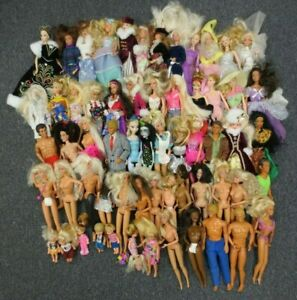 60 BARBIE DOLLS & OTHERS - ALL LOOSE - COLLECTION LOT w/ CLOTHING & ACCESSORIES