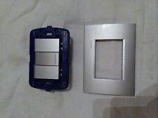 bticino placca LNA4803GL, supporto LN4703, tappi NT4950, pulsante NT4005N (Kit)
