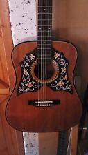 Un vieux Kay Guitare acoustique besoins certains TLC