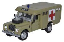 Cararama 1:43 - Land Rover S3 - Army Ambulance