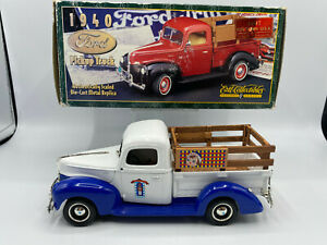 Ertl Prestige 1997 Toy Town USA Raggedy Anne & Andy 1940 Ford Pickup Truck 1/25