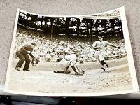 Bucky Walters - Vintage Type 1 Wire Press Photo - Cincinnati Reds *RARE