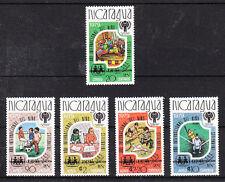 V949 Nicaragua/en interne. année de l'enfant MiNr 2154+2155/58 **