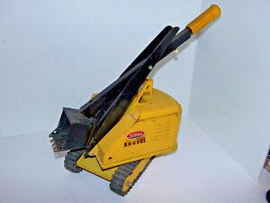 VIntage 1960s Tonka Crane Shovel Bucket Crawler Yellow Pressed Steel Toy No 526