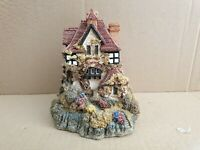 "Lilliput Lane ""Beacon Heights"" Mint,  Boxed . (no 29)"