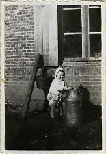 PHOTO ANCIENNE - VINTAGE SNAPSHOT - ENFANT POT À LAIT FENÊTRE -CHILD MILK WINDOW