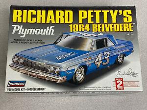Richard Petty's 1964 Plymouth NASCAR #43 Belvedere - Lindberg #72164 -Opened