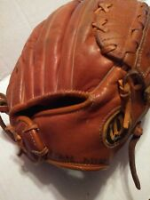 "WILSON  MODEL A2160  11"" USED GOOD SHAPE RIGHT HANDED THROWER.JIM CATFISH HUNTER"