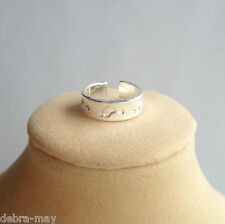 Pretty Footprints Design Adjustable Silver Band Toe-Ring