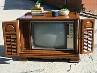 Nice Vtg RCA Victor Television Circa GM711L Beautiful Wooden Cabinet MCM