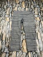 UNDER ARMOUR WOMEN SIZE SMALL ALL SEASON GEAR GRAY STRIPED ATHLETIC CAPRI PANTS