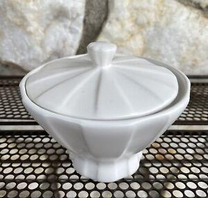 """Modernist Jonathan Adler For Umbra White Pottery """"RAYA"""" Paneled Sugar Bowl Lid"""