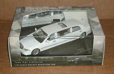 1/43 Scale 2000 Lincoln Town Car Limo Diecast Model White Vitesse SunStar 36312