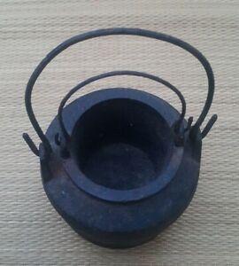 Vintage / Antique Small Cast Iron Scotch/ pearl Glue Melting Pot.