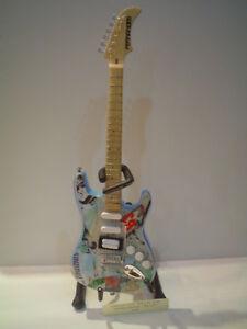 """Miniature Guitar (24cm Tall) : GREEN DAY BILLIE JOE ARMSTRONG """"BLUE"""""""