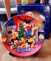 PREPARING FOR THE FESTIVITIES MICKEY & MINNIE MOUSE PLATE KENLEY'S BOXED & STAND