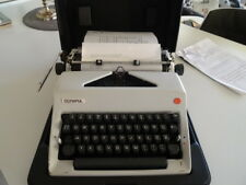 1391 Vintage 1975 Olympia SM9 Portable Typewriter & Case Western Germany 24cm