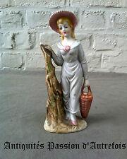 B20141148 -Figurine de 15,5 cm en biscuit de porcelaine 1950-70 - Très bon état