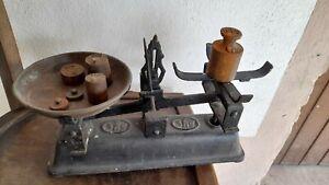 Antike alte Küchenwaage aus Gusseisen mit Gewichten