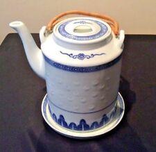 VINTAGE BLUE & WHITE CHINESE RICE GRAIN PORCLN TEAPOT w/TEA TILE BAMBOO HANDLES
