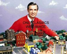 MISTER FRED ROGERS 8X10 PHOTO CHILDREN NEIGHBORHOOD TROLLEY TELEVISION SHOW 5135