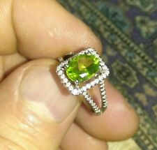 Solid 18k white gold dainty peridot diamond ring 3.3 grams size 5 stamped