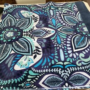 Vera Bradley **BLUE ISLAND  MEDALLION** Large Beach Towel 33x66 NWT